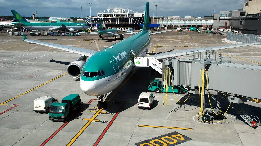 Dublin+Airport+-+Aer+Lingus+aircraft+on+the+apron+at+Dublin+Airport