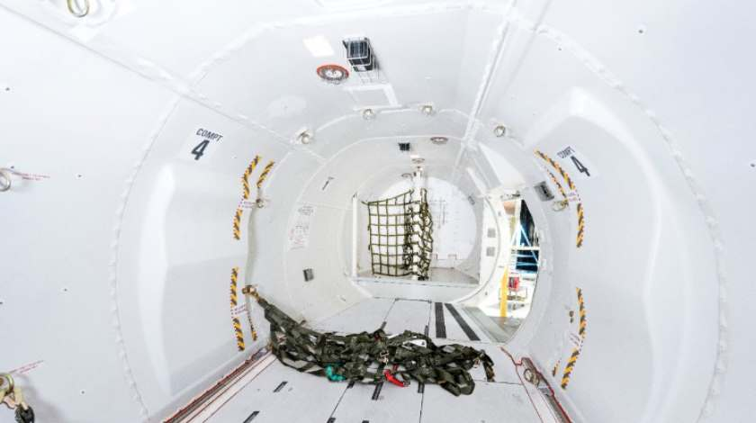 Bombardier Q400 cargo-combi inside