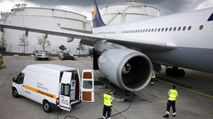 LUFTHANSA-TECHNIK-Cyclean_Engine_Wash