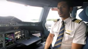Emirates reveals 360-video tour of A380 flight deck
