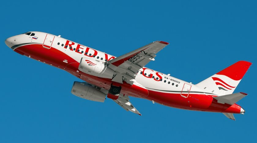 Red Wings SSJ100 flickr_com