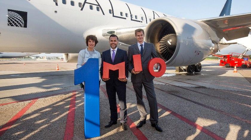1-Millionth Passenger On United Airlines Hamburg-New York Route