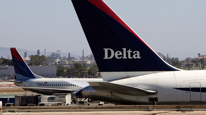 Delta Plane Blows Tire After Landing at LaGuardia Airport main