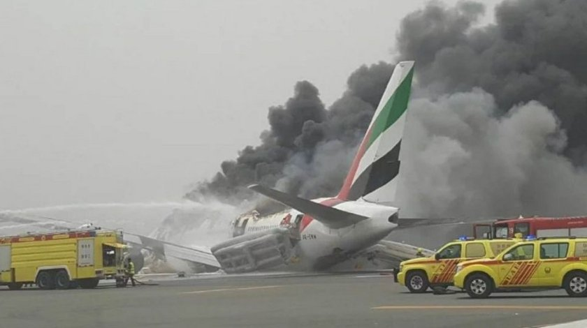 Emirates Boeing 777 Crashlands at Dubai DXB Airport
