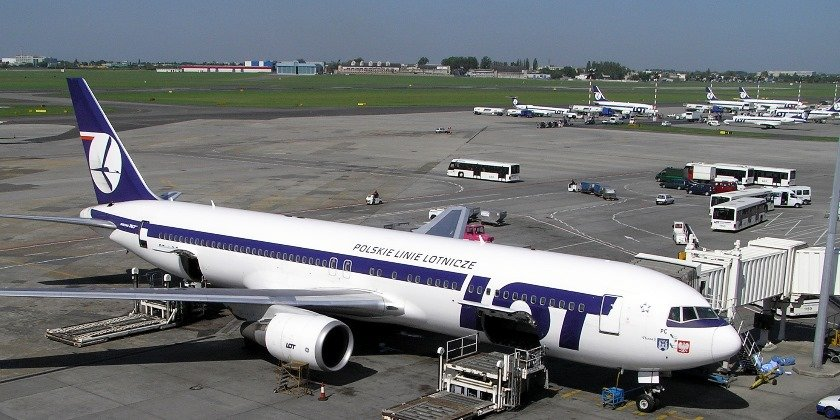 Poland In Talks To Sell LOT Airline Stake