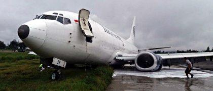 trigana-airs-boeing-737-skidded-off-the-runway-in-jayawijaya