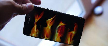 plane-evacuated-after-samsung-smartphone-starts-smoking