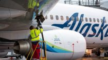 alaska-airlines-completes-first-commercial-wood-biofuel-flight