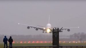 amsterdam-schiphol-had-about-10-go-arounds-due-to-heavy-crosswind