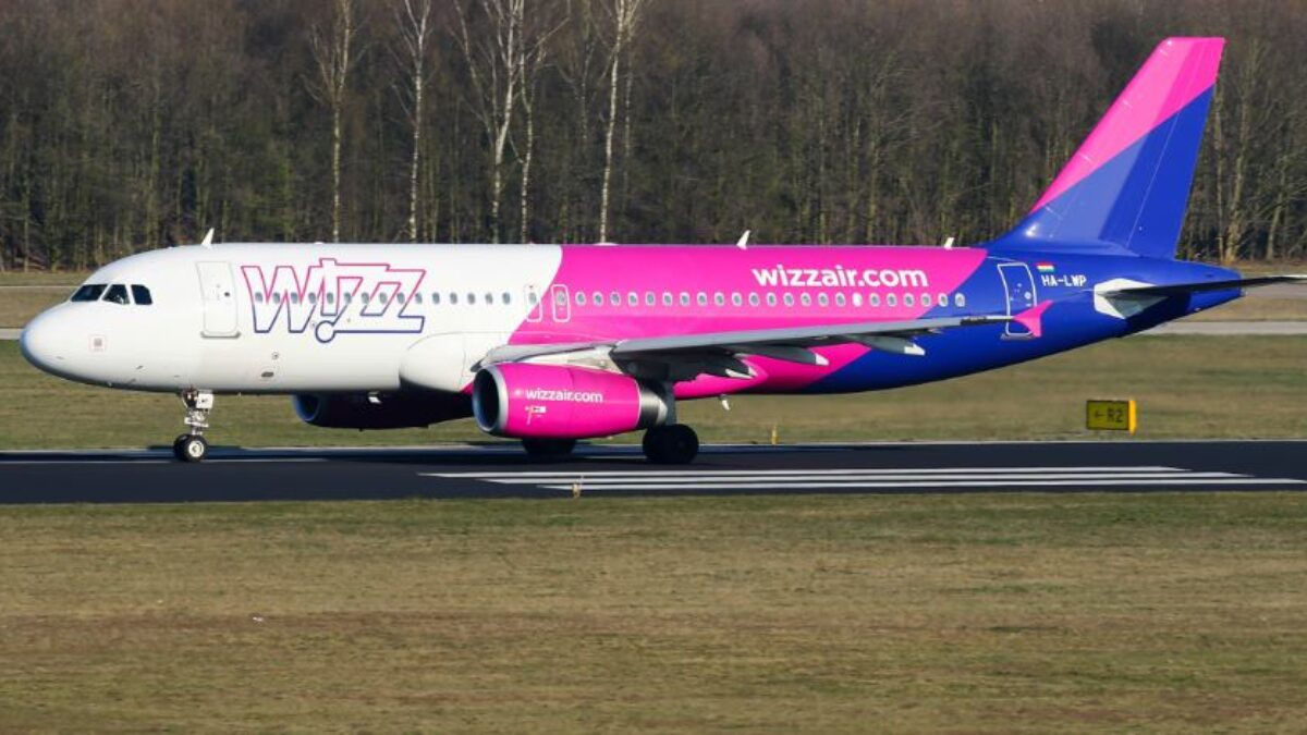 Wizz Air Airbus A320 Crew Reports Smoke In The Cockpit